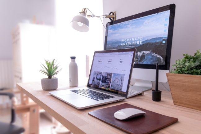 画面の大きさが違う2つのパソコン
